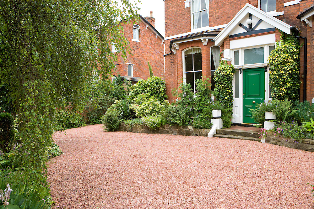 Red Granite Driveway : Front garden house red gravel driveway holly bushes