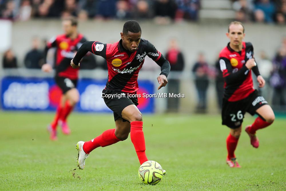 Claudio BEAUVUE  - 08.03.2015 - Guingamp / Lille - 28eme journee de Ligue 1 <br /> Photo : Vincent Michel / Icon Sport