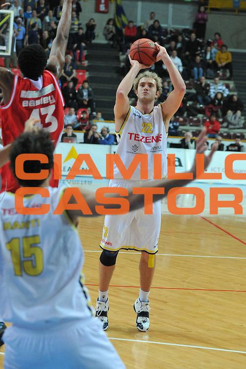 DESCRIZIONE : Verona Lega Basket A2 2011-12 Amichevole Tezenis Verona Marcopoloshop.it Forli <br /> GIOCATORE : andrea renzi<br /> CATEGORIA : tiro three points<br /> SQUADRA : Tezenis Verona Marcopoloshop.it<br /> EVENTO : Campionato Lega A2 2011-2012<br /> GARA : Tezenis Verona Marcopoloshop.it<br /> DATA : 22/12/2011<br /> SPORT : Pallacanestro <br /> AUTORE : Agenzia Ciamillo-Castoria/M.Gregolin<br /> Galleria : Lega Basket A2 2011-2012 <br /> Fotonotizia : Verona Lega Basket A2 2011-12 Amichevole Tezenis Verona Marcopoloshop.it<br /> Predefinita :