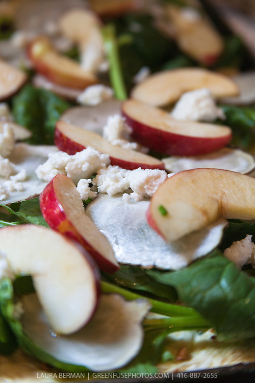 Apple and spinach pizza.
