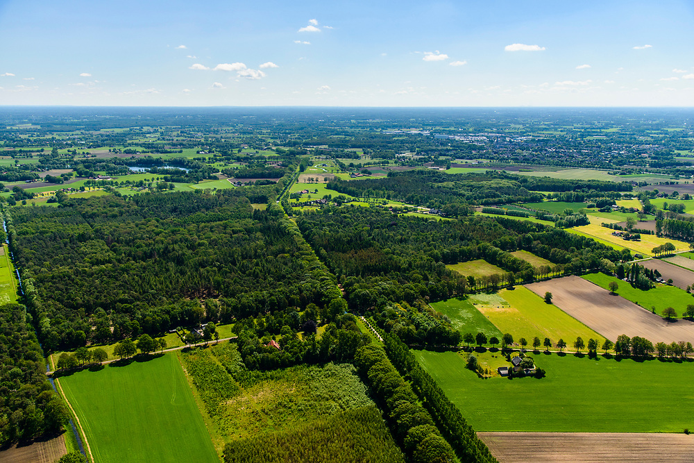 Nederland, Gelderland, Gemeente Oude IJsselstreek, 29-05-2019; Achterhoek, verkaveling en landelijk gebied, riviertje de Boven Slinge (Schlinge), ten noorden van Westendorp, nabij Varsseveld.<br /> Achterhoek, allotment and rural areas, very east Netherlands.<br /> luchtfoto (toeslag op standard tarieven);<br /> aerial photo (additional fee required);<br /> copyright foto/photo Siebe Swart