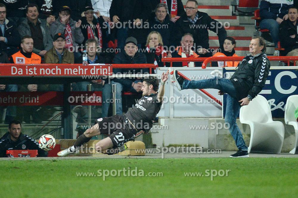 20.03.2015, Alte Foersterei, Berlin, GER, 2. FBL, 1. FC Union Berlin vs FC St. Pauli, 26. Runde, im Bild vl. Kalla jan-Philipp ( FC St. Pauli ) und Ewald Lienen ( FC St. Pauli ) // during the 2nd German Bundesliga 26th round match between 1. FC Union Berlin and FC St. Pauli at the Alte Foersterei in Berlin, Germany on 2015/03/20. EXPA Pictures &copy; 2015, PhotoCredit: EXPA/ Eibner-Pressefoto/ Vallejos<br /> <br /> *****ATTENTION - OUT of GER*****