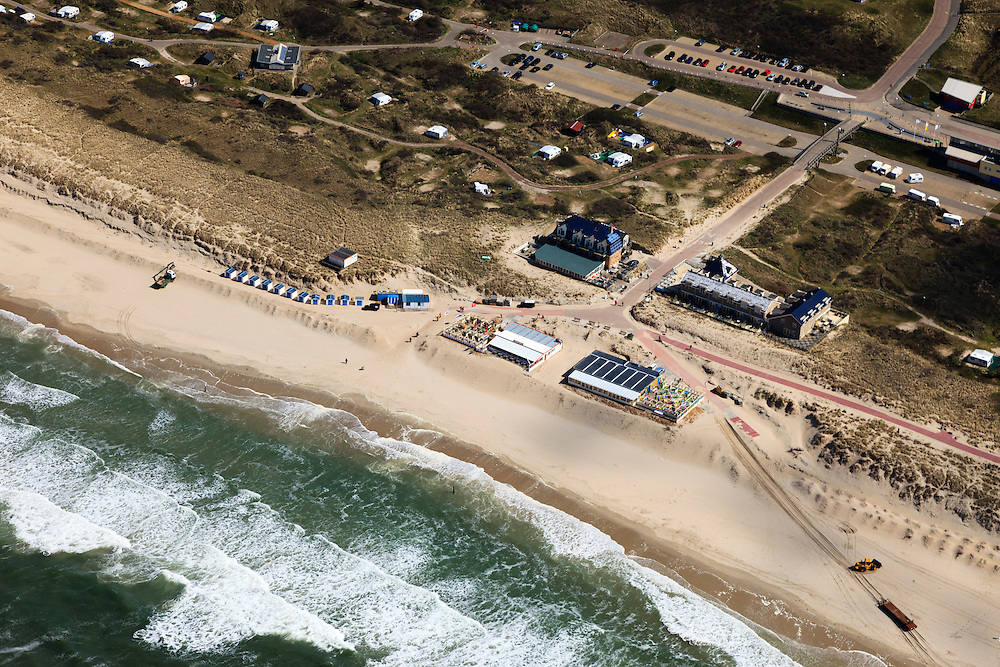 Nederland, Noord-Holland, Texel, 16-04-2012; De Koog, strandopgang en Badhotel.Entrance to the beach of the Northsea and hotel in the dunes of the isle of Texel..luchtfoto (toeslag), aerial photo (additional fee required);.copyright foto/photo Siebe Swart