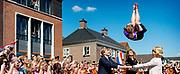 BEILEN - Koning Willem-Alexander en koningin Maxima tijdens hun bezoek aan Beilen. Het koninklijk paar bezoekt, in het teken van de 'royal tour', de aankomende tijd de 12 provincies. ANP HANDOUT KOEN VAN WEEL NO SALES NO ARCHIVE