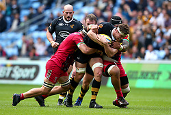 Will Rowlands of Wasps is tackled - Mandatory by-line: Robbie Stephenson/JMP - 17/09/2017 - RUGBY - Ricoh Arena - Coventry, England - Wasps v Harlequins - Aviva Premiership