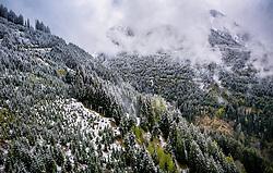 THEMENBILD - Wolken über ein teilweise mit schnee bedecktes Waldgebiet in den Bergen, aufgenommen am 28. April 2019 in Kaprun, Oesterreich // Clouds over a partly snow-covered forest area in the mountains in Kaprun, Austria on 2019/04/28. EXPA Pictures © 2019, PhotoCredit: EXPA/ JFK