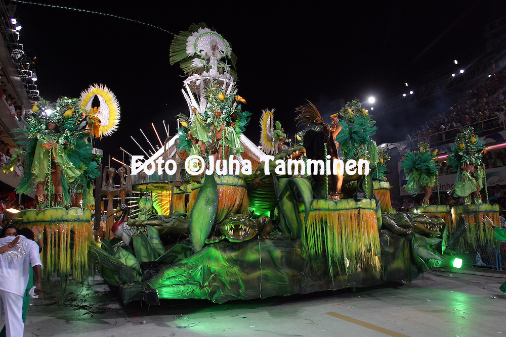 24.02.2004, Samb?dromo, Rio de Janeiro, Brazil..Carnaval 2004 - Desfile das Escolas de Samba, Grupo Especial / Carnival 2004 - Parades of the Samba Schools..Desfile de / Parade of:  GRES Imp?rio Serrano.©Juha Tamminen