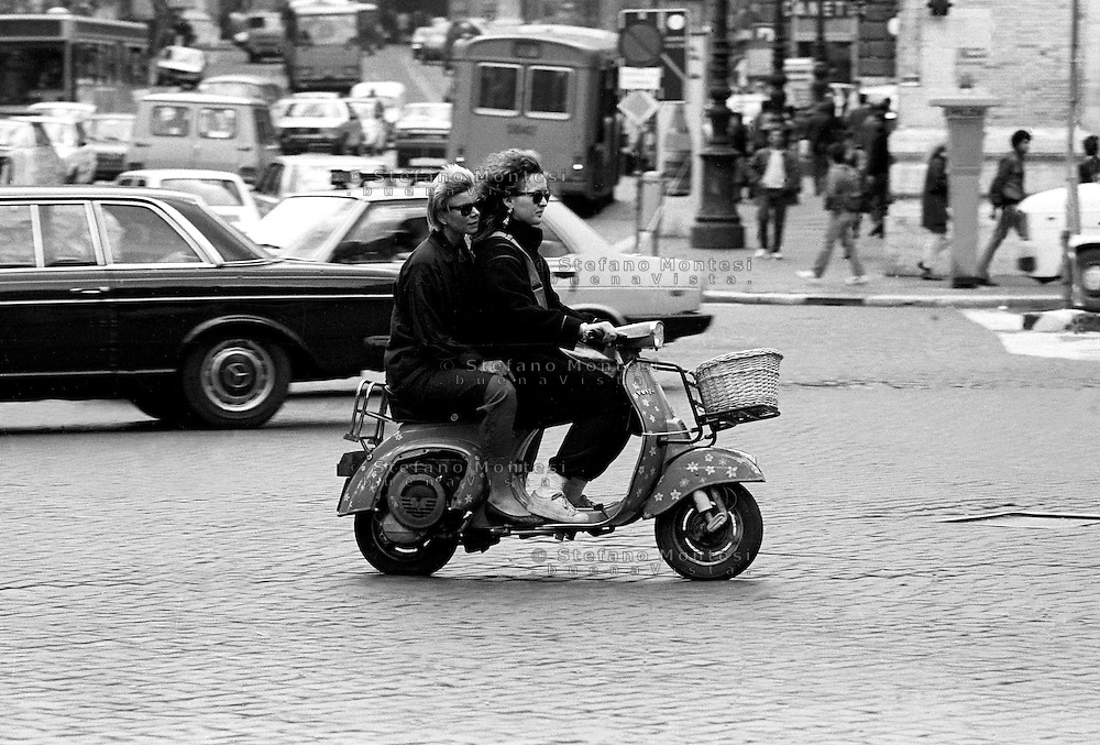 Roma  1985.Ragazze in vespa per le strade di Roma.Vespa girls in the streets of Rome