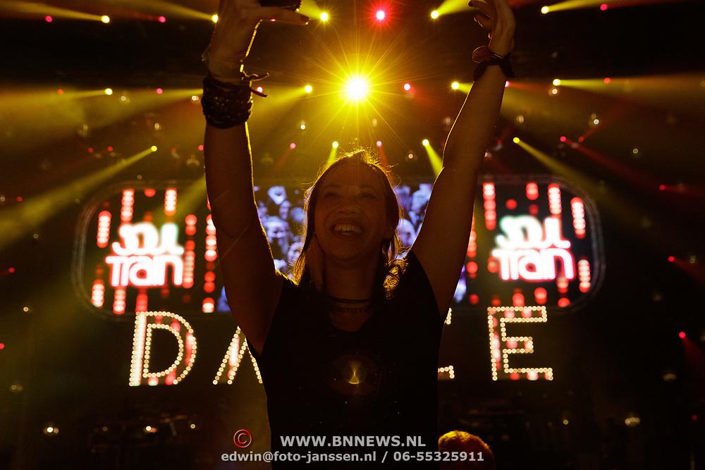 NLD/Amsterdam/20181117 - Let's Dance 2018, publiek viert feest