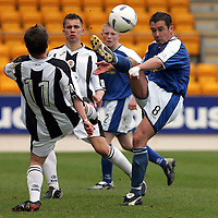 St Johnstone v St Mirren..07.05.05<br />David Hannah battles with Alan Reid<br /><br />Picture by Graeme Hart.<br />Copyright Perthshire Picture Agency<br />Tel: 01738 623350  Mobile: 07990 594431