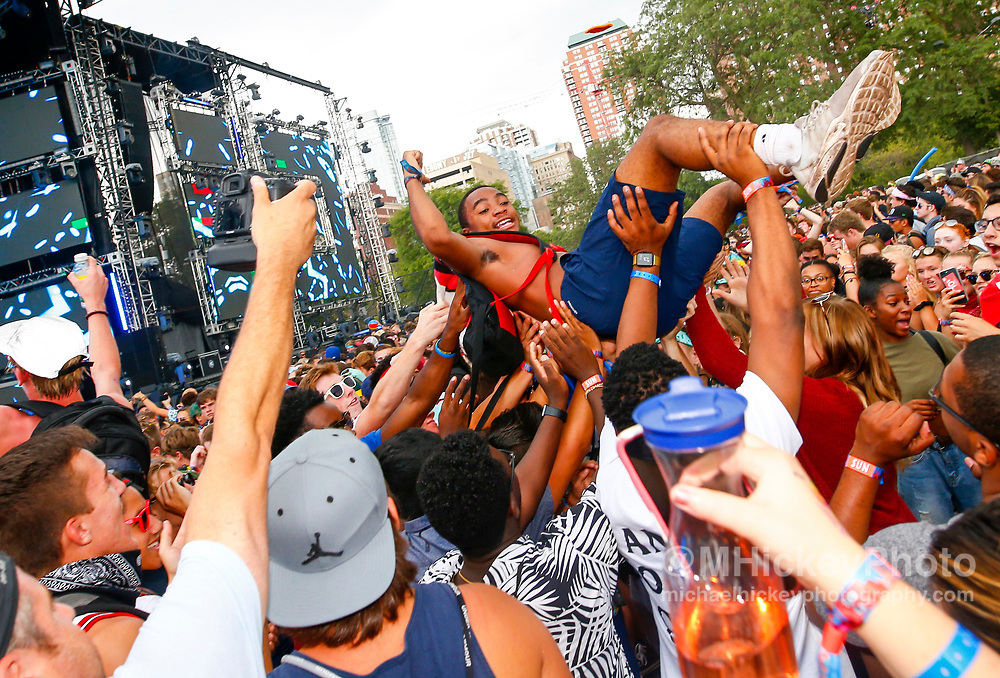 CHICAGO, IL - AUGUST 06: General atmosphere seen on day four of Lollapalooza at Grant Park on August 6, 2017 in Chicago, Illinois. (Photo by Michael Hickey/Getty Images)