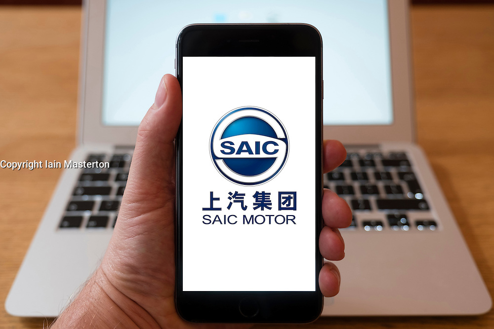 Using iPhone smartphone to display logo of SAIC Chinese car manufacturer