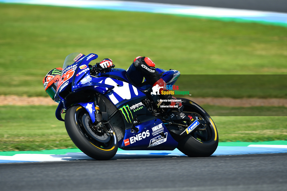 BURIRAM, THAILAND - OCTOBER 06: Maverick Viñales (25) of Spain and Movistar Yamaha MotoGP in Turn 3 during FP3 at the MotoGP PTT Thailand Grand Prix 2018, Chang International Circuit, Buriram, Thailand on October 06, 2018. <br /> .<br /> .<br /> .<br /> (Photo by: Naratip Golf Srisupab/SEALs Sports Images)<br /> .<br /> Any image use must include a mandatory credit line adjacent to the content which should read: Naratip Golf Srisupab/SEALs Sports Images