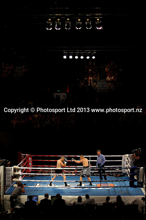 Robbie Berridge (L) fights Daniel Mackinnon (R). Hydr8 Zero, David v Goliath by Duco Events, Claudelands Event Centre, Hamilton, New Zealand. Saturday 16th November 2013. Mandatory Photo Credit: Anthony Au-Yeung www.photosport.co.nz