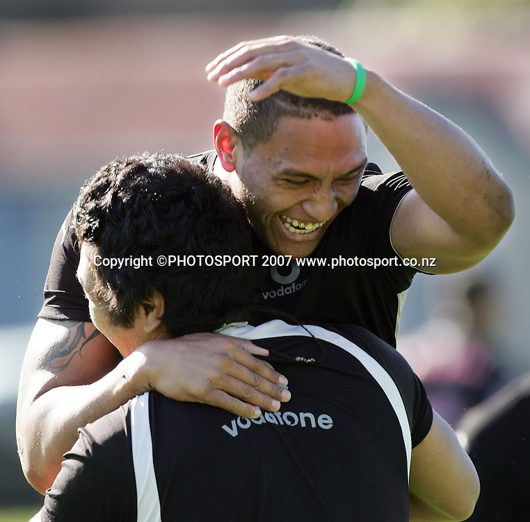 Manu Vatuvei enjoys a laugh. Warriors training. Ellerslie Domain, Auckland, New Zealand. Wednesday 8 August 2007. Hagen Hopkins/PHOTOSPORT