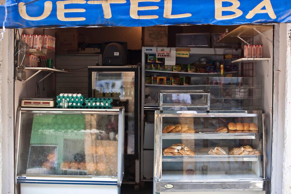 Sao Paulo_SP, Brasil...Favela de Paraisopolis em Sao Paulo. Na foto um comercio...Paraisopolis community next Morumbi neighborhood in Sao Paulo. In this photo, the commerce...Foto: JOAO MARCOS ROSA / NITRO