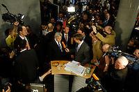25 APR 2005, BERLIN/GERMANY:<br /> Joschka Fischer, B90/Gruene, Bundesaussenminister, gibt dem Fernsehsender Phoenix, umringt von Kameraleuten  Fotografen und Journalisten,  ein Statement, nach von Fischers Vernehmung durch den 2. Untersuchungsausschuss des Deutschen Bundestages, dem sog. Visa-Ausschuss, vor dem Anhoerungssaal, Marie-Elisabeth-Lueders-Haus, Deutscher Bundestag<br /> IMAGE: 20050425-01-073<br /> KEYWORDS: Zeuge, Zeugenvernehmung, Camera, Kamera, Journalist, Mikrofon, microphone, Visa-Affäre, Visa-Affaere