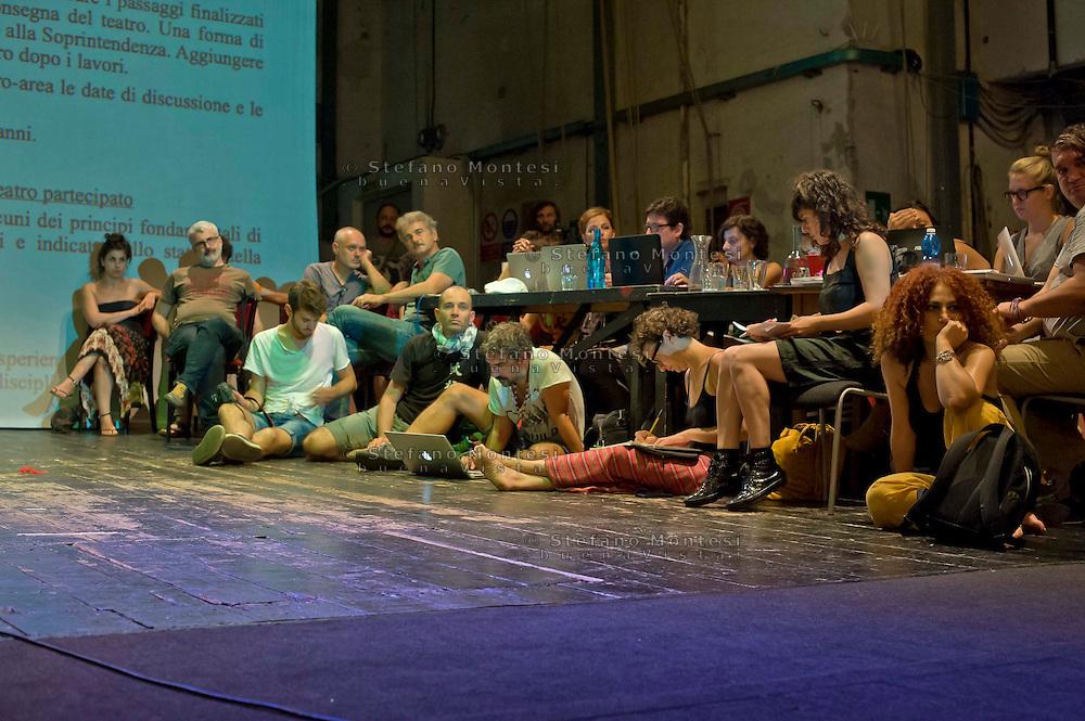 Roma 2 Agosto 2014<br /> Assemblea nazionale sul palco del teatro Valle occupato  da lavoratrici e lavoratori dello spettacolo dal 14 Giugno 2011, cui partecipano lavoratori dello spettacolo, attivisti e rappresentanti di realtà simili al teatro Valle occupato, per decidere  sullo sgombero del Teatro chiesto dal sindaco di Roma  Ignazio Marino, per riconsegnarlo alla sovrintendenza per i lavori di ristrutturazione.<br /> <br /> Rome August 2, 2014 <br /> National Assembly on stage at the Teatro Valle occupied by workers and workers of the show from June 14, 2011, with the participation of workers in the entertainment, activists and representatives of reality similar to the occupied Teatro Valle, for decide on the eviction of the theater asked by the mayor of Rome Ignazio Marino, to return it to the superintendent for renovations.
