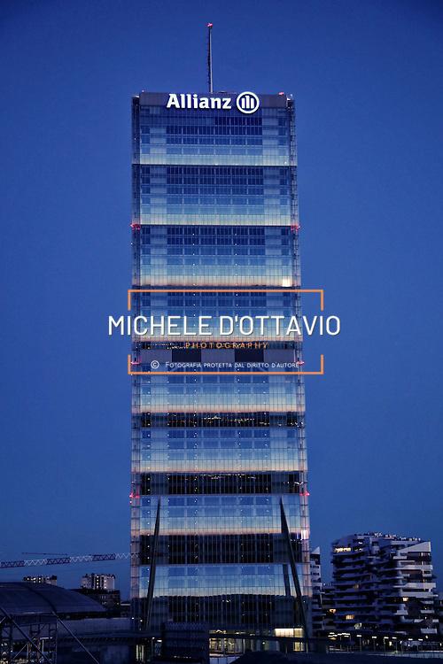 Torre Isozaki, nuovo quartier generale di Allianz Italia a Milano. Il grattacielo progettato da Arata Isozaki e Andrea Maffei, con i suoi 50 piani per 202 metri, è l'edificio più alto d'Italia.