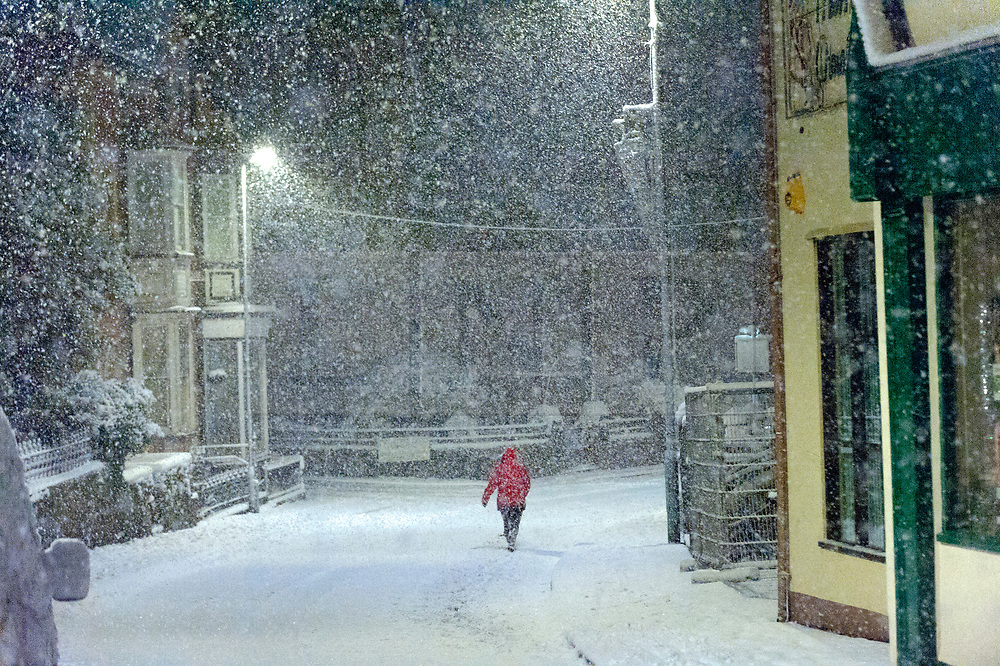 © Licensed to London News Pictures. 10/12/2017. Builth Wells, Powys, Wales, UK. Heavy snowfall in the small market town of Builth Wells in Powys, Wales, UK. Photo credit: Graham M. Lawrence/LNP