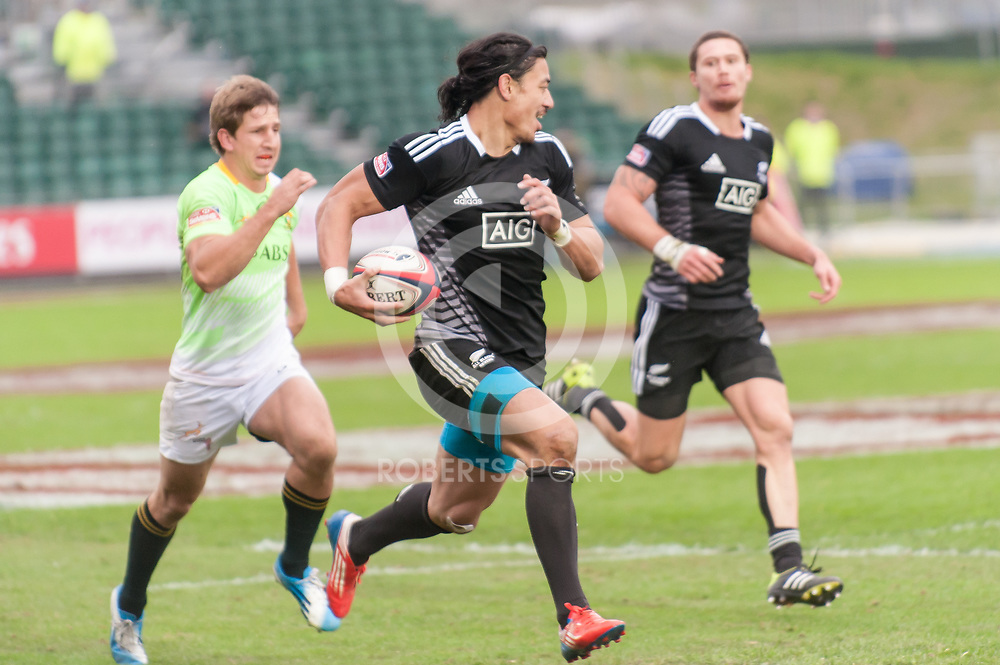 New Zealand's Ben Lam sprints away to score against South Africa. Action from the IRB Emirates Airline Glasgow 7s at Scotstoun in Glasgow. 3 May 2014. (c) Paul J Roberts / Sportpix.org.uk
