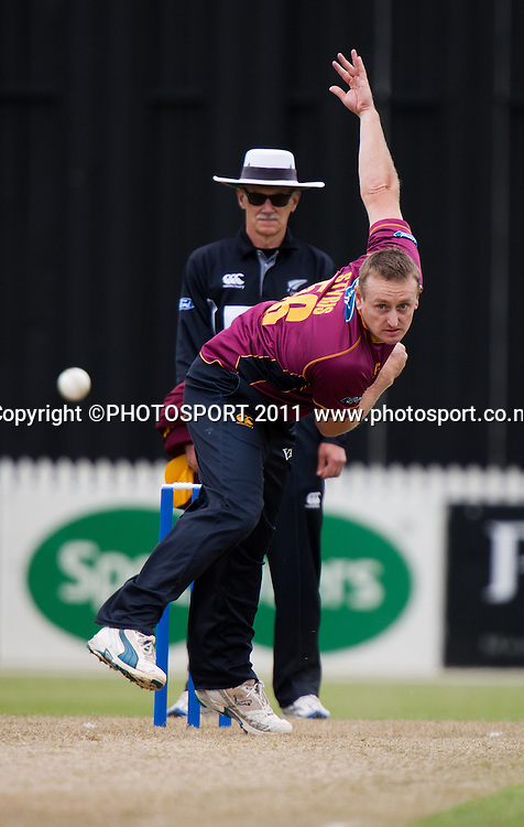 Knights' Scott Styris bowls during the Ford Trophy Cricket - Northern Knights v Central Stags one day match, at Seddon Park, Hamilton, New Zealand, 11 December 2011. Photo: Stephen Barker/photosport.co.nz