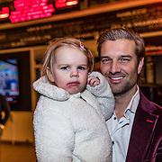 NLD/Rijswijk/20170123 - Premiere Boeing Boeing, Bas Muijs en dochter Emma