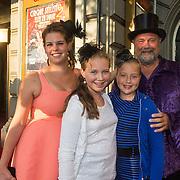 NLD/Amsterdam/20130903 - Inloop premiere Stiletto 2, Bert Simhoffer, partner Yvette van Damme en kinderen