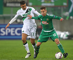 20.10.2016, Weststadion, Wien, AUT, UEFA EL, SK Rapid Wien vs US Sassuolo Calcio, Gruppe F, im Bild Federico Peluso (US Sassuolo Calcio) und Louis Schaub (SK Rapid Wien) // during a UEFA Europa League group F match between SK Rapid Vienna and US Sassuolo Calcio at the Weststadion, Vienna, Austria on 2016/10/20. EXPA Pictures © 2016, PhotoCredit: EXPA/ Thomas Haumer