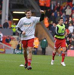 LIVERPOOL, ENGLAND - Sunday, December 2, 2007: Liverpool's captain Steven Gerrard MBE before the Premiership match against Bolton Wanderers at Anfield. (Photo by David Rawcliffe/Propaganda)
