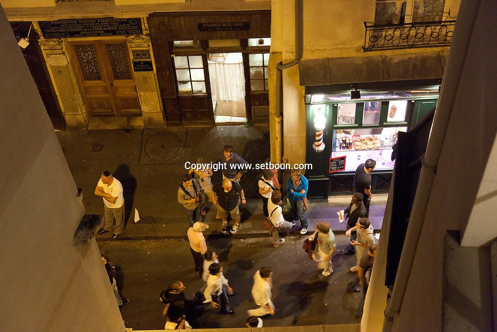 = rue des ecouffes in le marais jewish area +