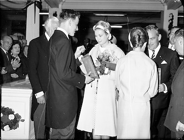 Prince Rainier and Princess Grace visit Ireland. The royal couple take in an art exhibition in Brown Thomas on Grafton Street, Dublin..12.06.1961