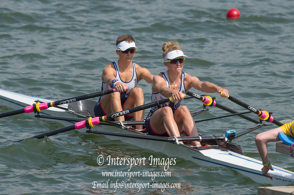 Rio de Janeiro. BRAZIL.  GBR LW2X. Bow. Charlotte TAYLOR and Kat COPELAND, 2016 Olympic Rowing Regatta. Lagoa Stadium,<br /> Copacabana,  &ldquo;Olympic Summer Games&rdquo;<br /> Rodrigo de Freitas Lagoon, Lagoa. Local Time 11:19:58  Tuesday  09/08/2016 <br /> [Mandatory Credit; Peter SPURRIER/Intersport Images]