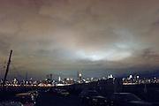USA New York Brooklyn Williamsburg East River Manhattan Skyline Empire State Building aus der Serie Night Vision Nacht Nachtaufnahme Wolken