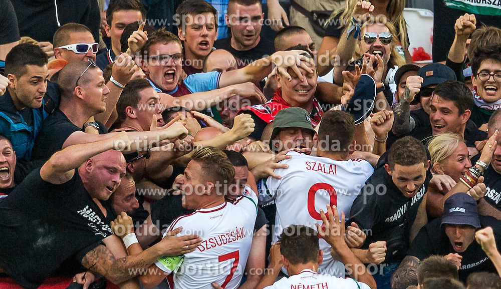14.06.2016, Stade de Bordeaux, Bordeaux, FRA, UEFA Euro, Frankreich, Oesterreich vs Ungarn, Gruppe F, im Bild Torjubel Ungarn // Hungary Players and Fans celebrate the Goal during Group F match between Austria and Hungary of the UEFA EURO 2016 France at the Stade de Bordeaux in Bordeaux, France on 2016/06/14. EXPA Pictures © 2016, PhotoCredit: EXPA/ JFK
