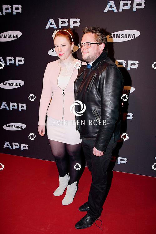 AMSTERDAM - In Tuschinski is de Nederlandse APP in premiere gegaan. Diversen bekende Nederlanders kwamen naar deze film kijken. Met hier op de foto  Coosje Smid met haar partner. FOTO LEVIN DEN BOER - PERSFOTO.NU