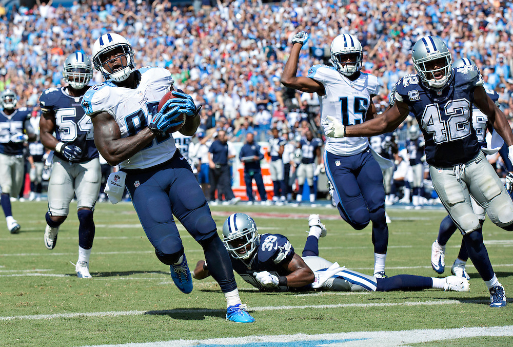 NASHVILLE, TN - SEPTEMBER 14:  Delanie Walker #82 of the Tennessee Titans runs for a touchdown after catching a pass against the Dallas Cowboys at LP Field on September 14, 2014 in Nashville, Tennessee.  The Cowboys defeated the Titans 26-10.  (Photo by Wesley Hitt/Getty Images) *** Local Caption *** Delanie Walker