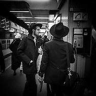 France. Brunoy 94.  ,  lubavitch yechiva Tom'hei Temimim , religious school,  large group of students in paris subway
