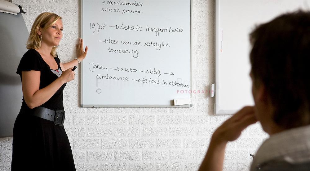 Groningen 13/5/2008. liesbeth visscher doceert rechten aan de hanzehogeschool groningen.  foto: pepijn van den broeke
