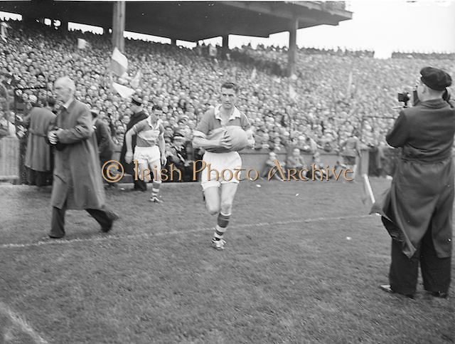 Players returning to the pitch during the second half during the All Ireland Senior Gaelic Football final Dublin vs Derry in Croke Park on 28th September 1958. Dublin 2-12 Derry 1-9.