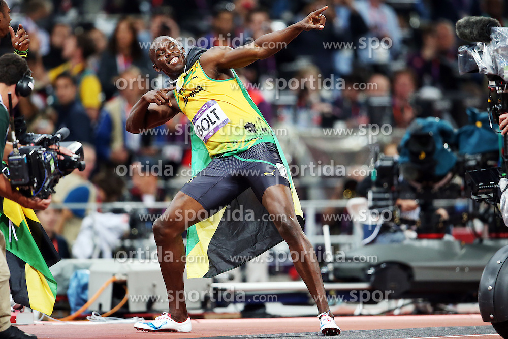 Olympics - London 2012 Olympic Games - 5/8/12.Athletics - Men's 100m Final - Jamaica's Usain Bolt celebrates after winning the race to get gold, Media.© pixathlon
