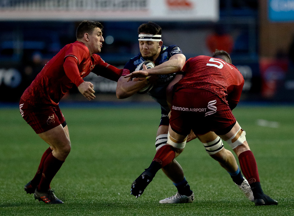 Cardiff Blues' Ellis Jenkins under pressure from  Munster's Ian Keatley<br /> <br /> Photographer Simon King/Replay Images<br /> <br /> Guinness PRO14 Round 15 - Cardiff Blues v Munster - Saturday 17th February 2018 - Cardiff Arms Park - Cardiff<br /> <br /> World Copyright © Replay Images . All rights reserved. info@replayimages.co.uk - http://replayimages.co.uk
