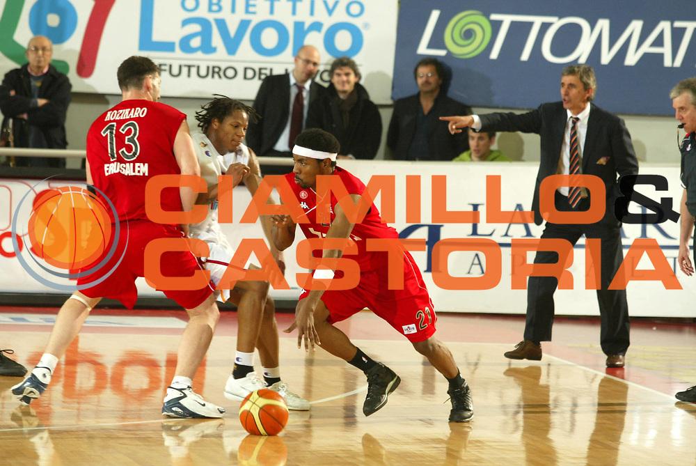 DESCRIZIONE : Roma Uleb Cup 2005-06 Lottomatica Pulitalia Virtus Roma Hapoel Migdal Jerusalem <br /> GIOCATORE : Hawkins <br /> SQUADRA : Lottomatica Pulitalia Virtus Roma <br /> EVENTO : Uleb Cup 2005-2006 <br /> GARA : Lottomatica Pulitalia Virtus Roma Hapoel Migdal Jerusalem <br /> DATA : 28/02/2006 <br /> CATEGORIA : Blocco <br /> SPORT : Pallacanestro <br /> AUTORE : Agenzia Ciamillo-Castoria/G.Ciamillo