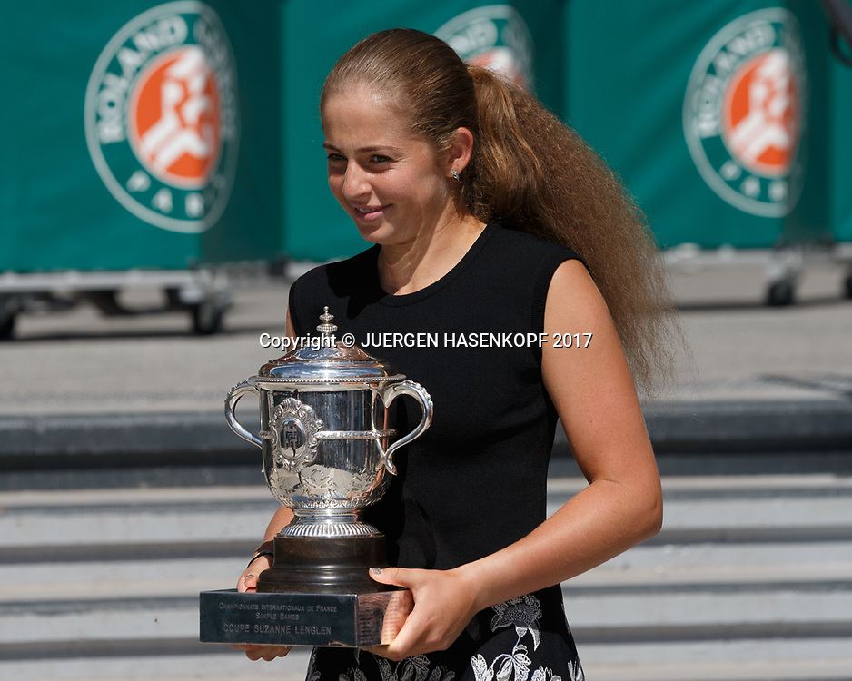 JELENA OSTAPENKO (LAT) Fotoshooting mit Pokal<br /> <br /> Tennis - French Open 2017 - Grand Slam / ATP / WTA / ITF -  Roland Garros - Paris -  - France  - 11 June 2017.