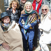 NLD/Amsterdam/20160515 - Nationaal Holocaust museum opent met schilderijen Jeroen Krabbé, en partner Herma, Edwin de Vries en partner Monique van der Ven , Ed van Thijn en partner Odette Taminau