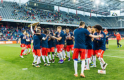 15.05.2016, Red Bull Arena, Salzburg, AUT, 1. FBL, FC Red Bull Salzburg, Meisterfeier, im Bild die Salzburger Spieler feiern mit dem Meisterteller // Salzburg Players celebrate with the Trophy during the FC Red Bull Salzburg Champions Party of Austrian Football Bundesliga at the Red Bull Arena, Salzburg, Austria on 2016/05/15. EXPA Pictures © 2016, PhotoCredit: EXPA/ JFK