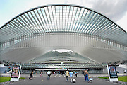 Belgie, Luik, Belgium, Liege, 8-8-2010Het nieuwe station van Luik-Guillemins. Het is ontworpen door de Spanjaard Santiago Calatrava en gemaakt van staal, glas en wit beton. De monumentale koepel is 200 m lang en 35 m hoog. The new station by the architect Santiago Calatrava. It has 9 tracks and 5 platforms. All the tracks around the station have been modernized to allow high speed arrival and departure. The new station is made of steel, glass and white concrete. It includes a monumental dome 200 metres long and 35 metres high.Foto: Flip Franssen/Hollandse Hoogte