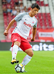 19.07.2017, Red Bull Arena, Salzburg, AUT, UEFA CL, FC Salzburg vs Hibernians FC, Qualifikation, 2. Runde, Rückspiel, im Bild Hee Chan Hwang (FC Red Bull Salzburg) // during the UEFA Championsleague Qualifier 2nd round, 2nd leg match between FC Salzburg and Hibernians FC at the Red Bull Arena in Salzburg, Austria on 2017/07/19. EXPA Pictures © 2017, PhotoCredit: EXPA/ JFK