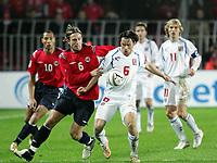 Fotball / Soccer<br /> Play off VM 2006 / Play off World Champio0nships 2006<br /> Tsjekkia v Norge 1-0<br /> Czech Republic v Norway 1-0<br /> Agg: 2-0<br /> 16.11.2005<br /> Foto: Morten Olsen, Digitalsport<br /> <br /> Thorstein Helstad (Rosenborg) and Marek Jankulovski (AC Milan)
