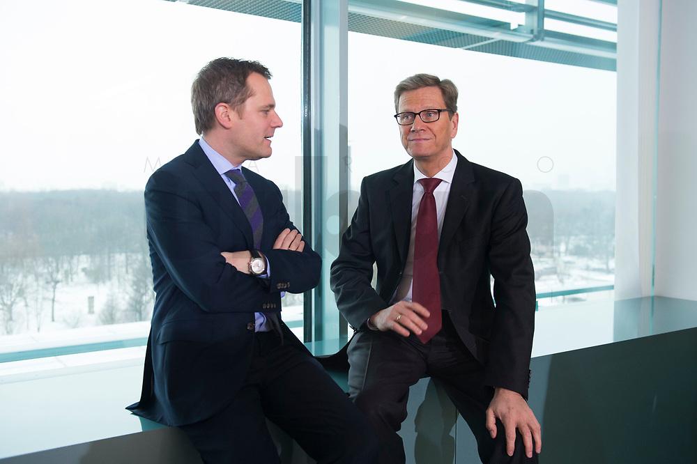 23 JAN 2013, BERLIN/GERMANY:<br /> Daniel Bahr (L), FDP, Bundesgesundheitsminister, und Guido Westerwelle (R), FDP, bundesaussenminister, im Gespraech, vor Beginn der Kabinettsitzung, Bundeskanzleramt<br /> IMAGE: 20130123-01-011<br /> KEYWORDS: Kabinett, Sitzung, Gespräch